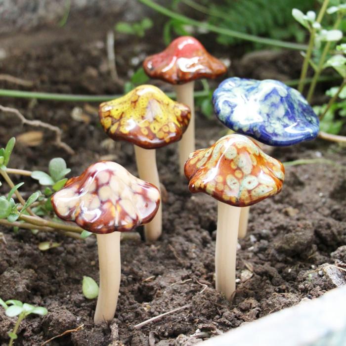 basteln mit blumentöpfen pilzen dekorative elemente in dem topf gelten auch als schöne deko für topf