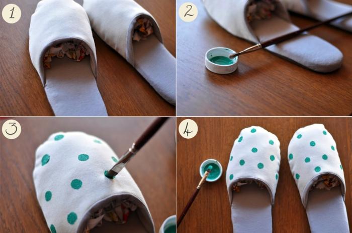 Hausschuhe basteln - mit Pinsel in grüner Farbe wie Punkte zeichnen