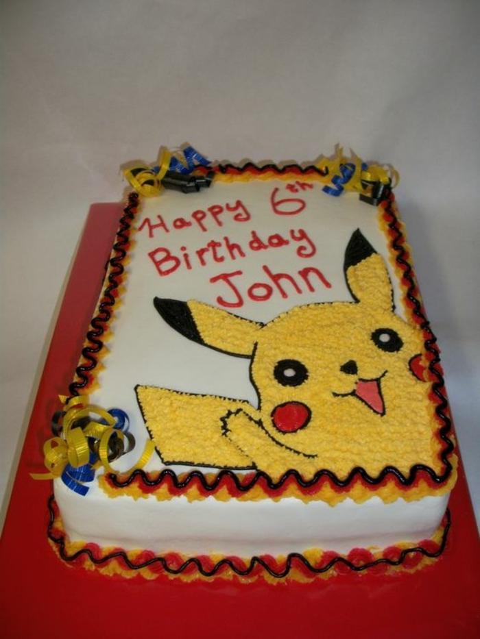 eine pokemon torte mit einem lächelnden pokemon wesen - ein gelbes pikachu mit roten backen