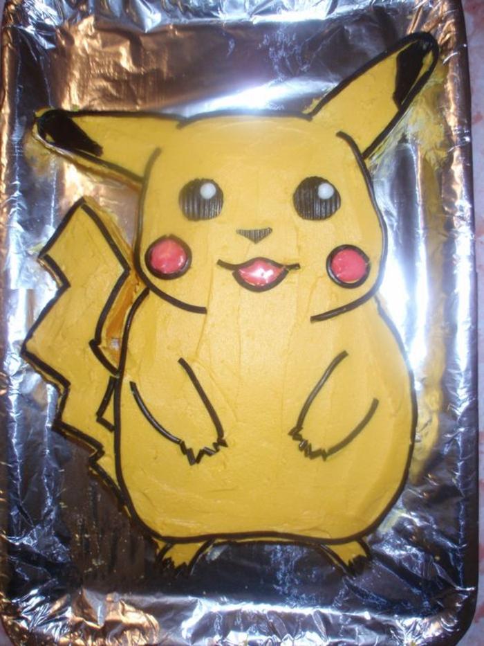 pokemon birthday cake - noch eine tolle idee für eine gelbe pokemon torte mit einem gelben pokemon wesen pikachu mit roten backen