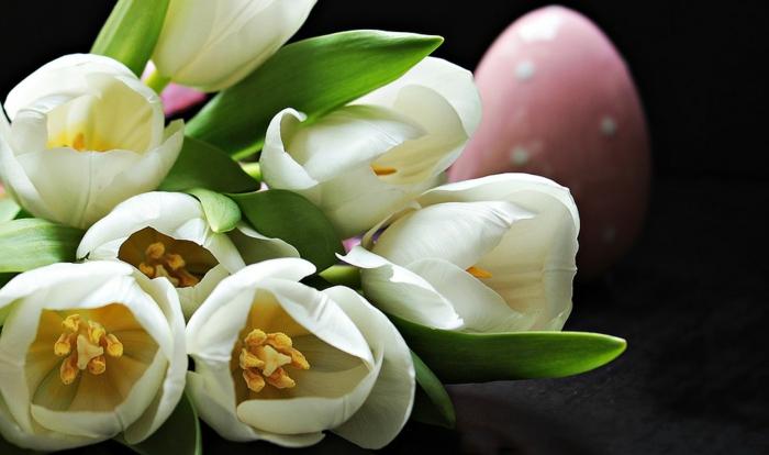 einen Blumenstrauß zu Ostern