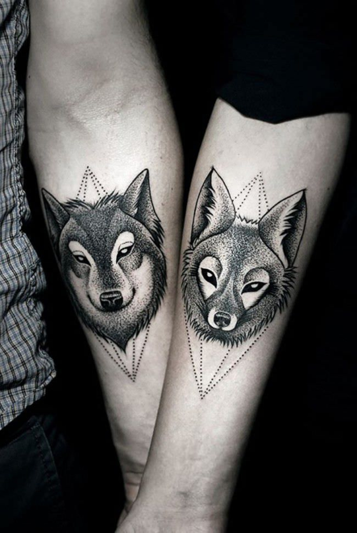 tattoos fuer partner, wolf und fuchs, arm tattoos, idee fuer paare