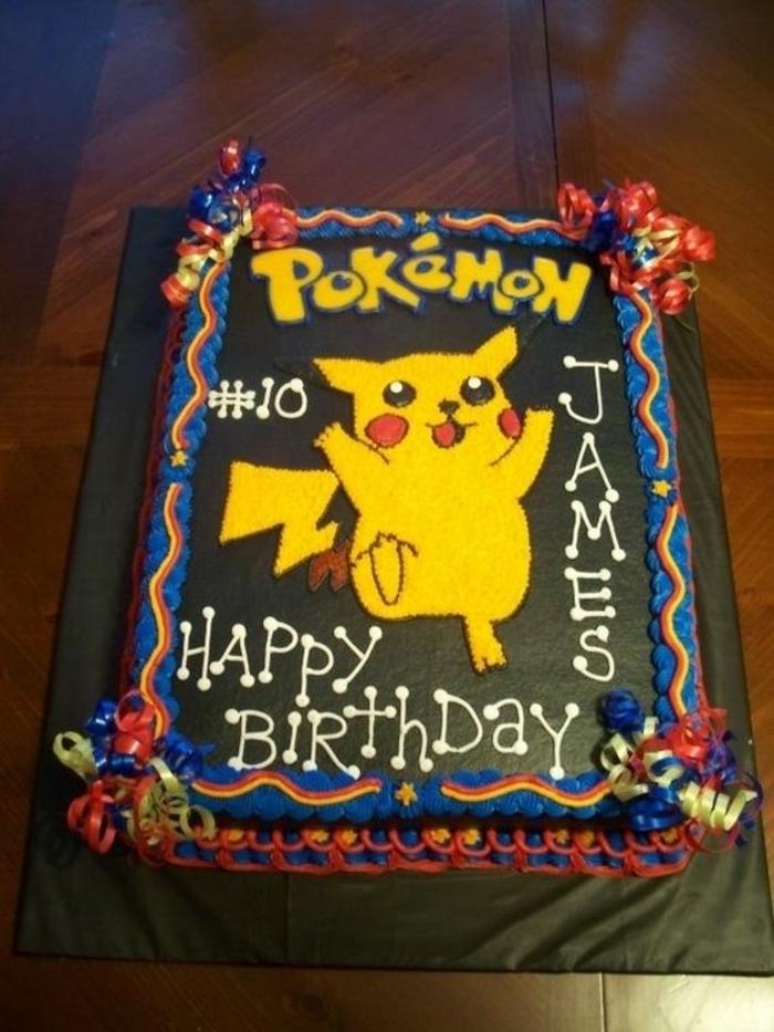 das ist eine idee für eine schoko pokemon torte mit einem gelben pokemon wesen pikachu und weißen und gelben überschriften