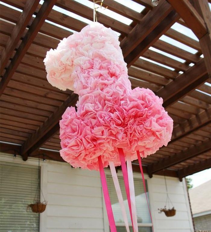 pinata, gebunrtstagsparty, rosa servietten, schleifen, dach