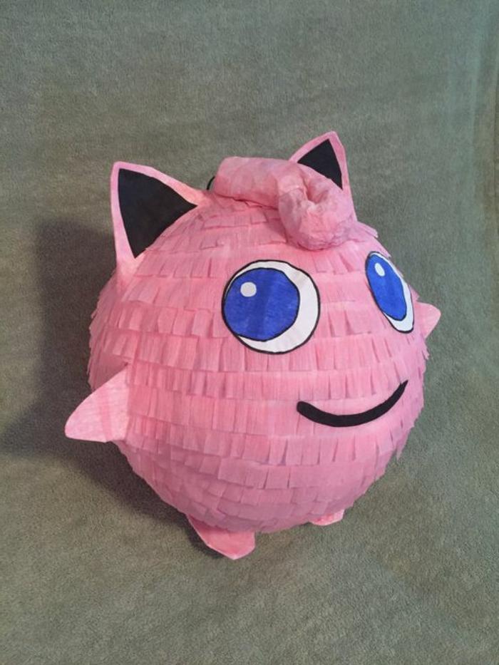rosa pokemon mit großen blauen augen, pinata