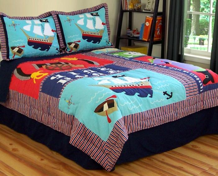 Schiff Bettwäsche Motive auf Bettdecke und Kissen Kinderzimmer Bücherregal