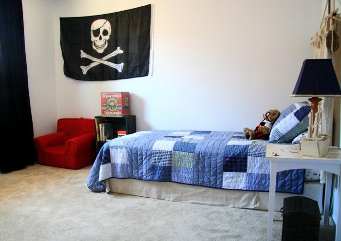 Wanddeko Kinderzimmer eine große Totenkopf Fahne in schwarzer Farbe