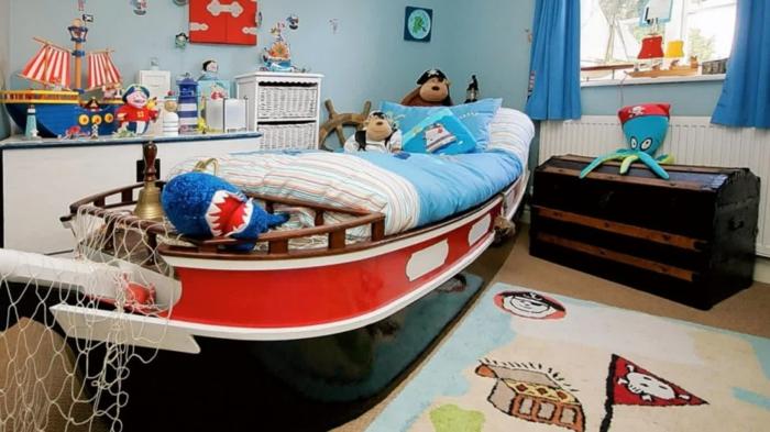 Boot Bett mit einer Netz Piraten Bären und andere Spielzeuge Kinderzimmer Junge