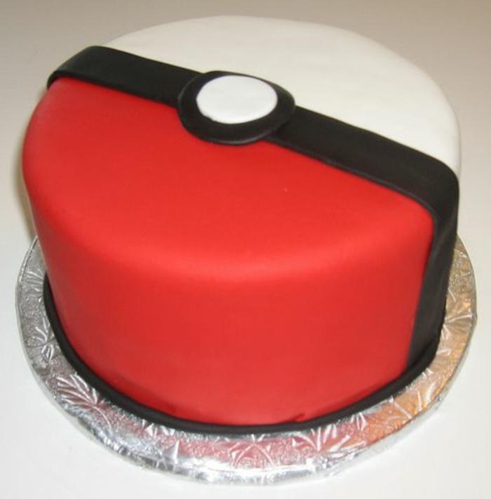 ein großer roter pokeball - idee für eine schöne rote pokemon torte -pokemon birthday cake