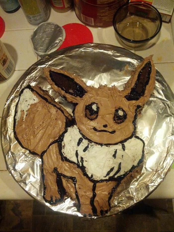 eine sehr leckere braune schoko pokemon torte für kinder - hier ist ein pokemon fuchs mit braunen augen