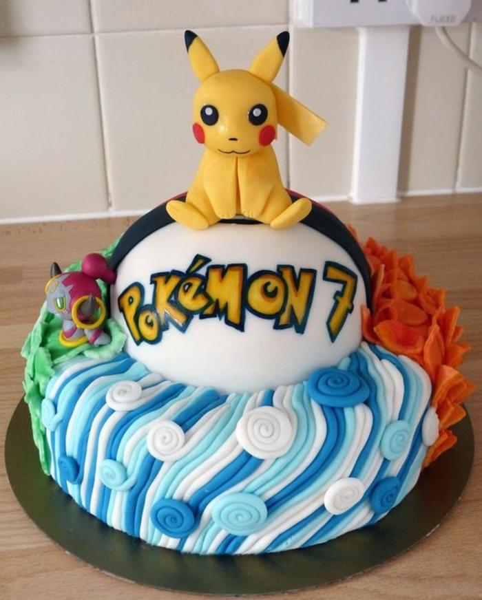 noch eine tolle pokemom´n torte mit einem gelben pikachu und gelben überschriften