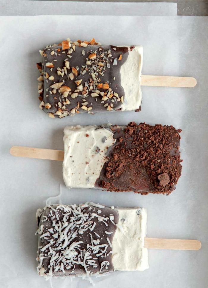 leckere vegetarische rezepte kokosmilch kokosnuss nüsse kakao schokolade eis creme stracciatella