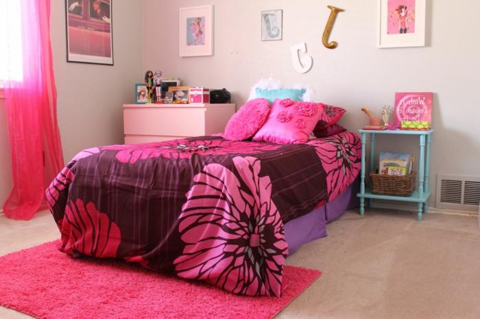 50er Jahre Deko Jugendzimmer für Mädchen mit rosa Bettwäsche und Teppich