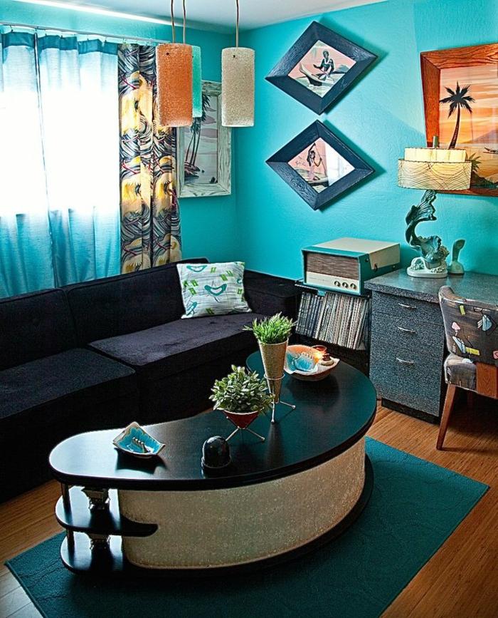 retro Deko im Wohnzimmer blau gestrichen mit viele Elementen aus den 50er Jahren