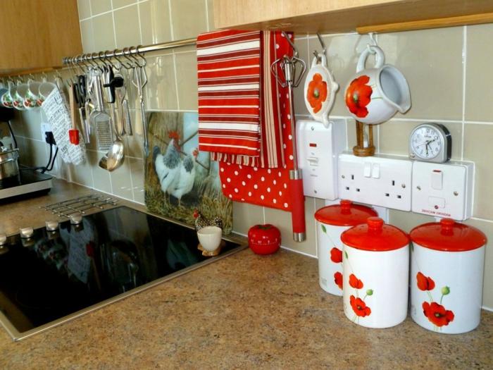50er Jahre Deko in unseren Alltag bringen eine Rockabilly Küche mit modernen Geräten