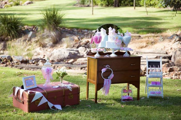 draußen im Garten kann man auch eine schöne 50er Party organisieren