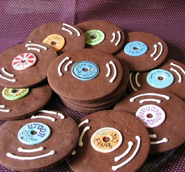 Schallplatte blaune Süßigkeiten mit Aufschriften in viele Farben - 50er Party