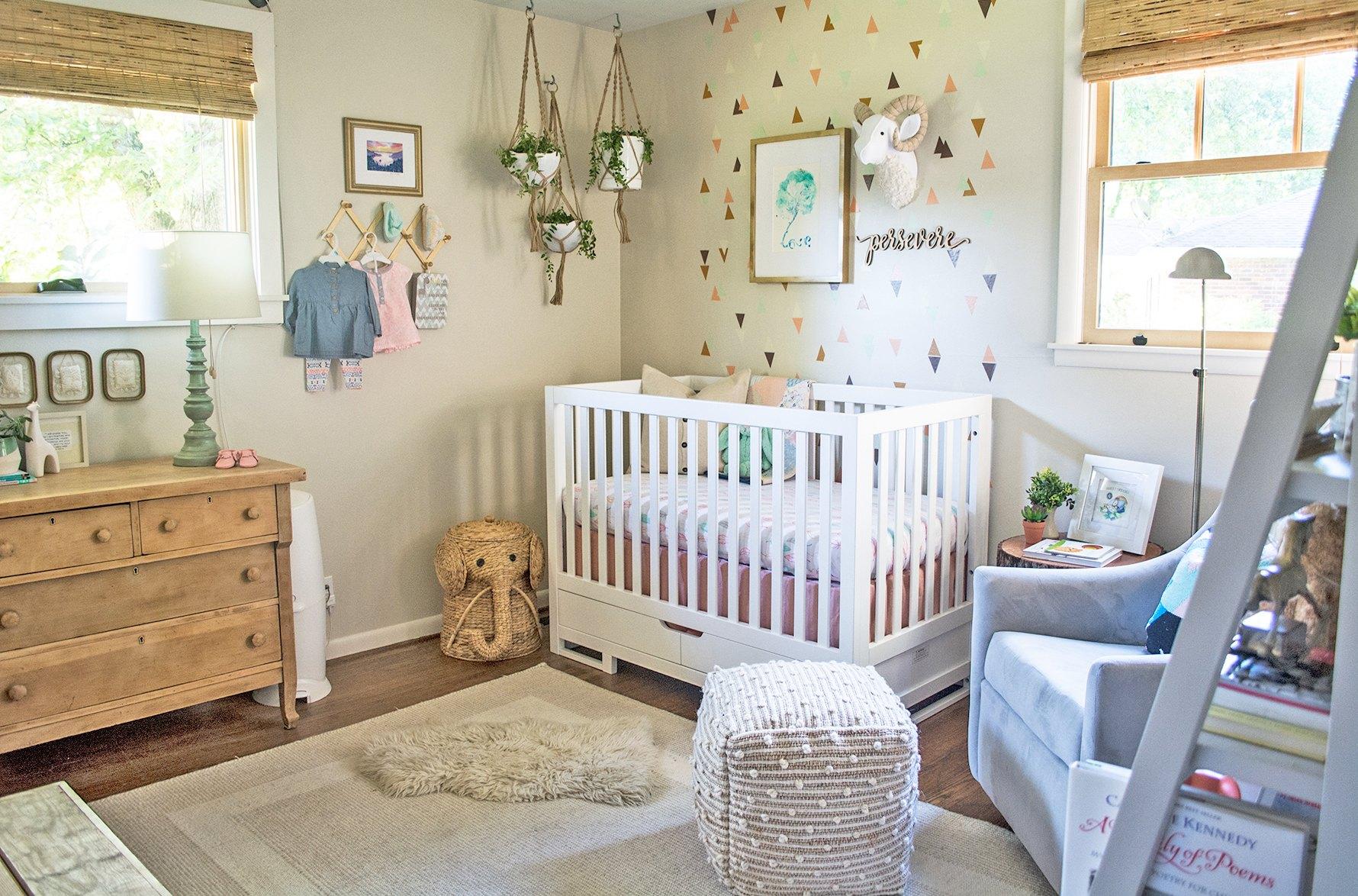 kinderzimmer mädchen, einrichtungsideen und deko für die kleinsten, babybett, wandtapete und deko