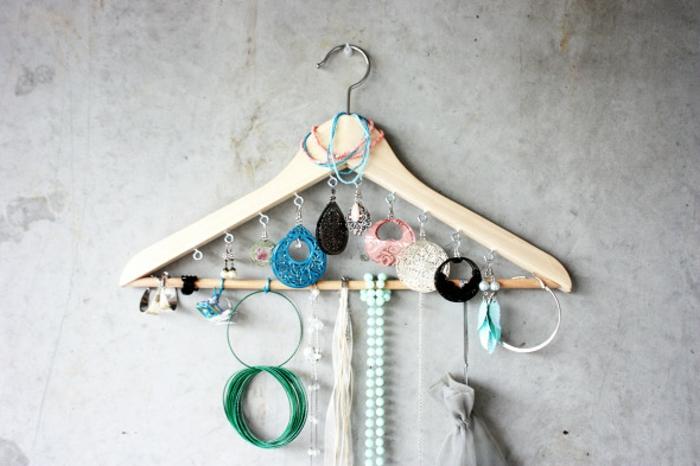 schmuckständer selber machen, kleiderhaken, ohrringe, halsketten, armbänder