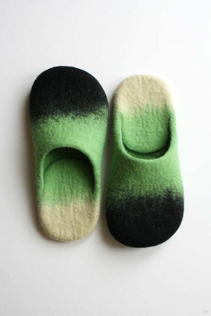 Hausschuhe nähen in grüner, weißer und schwarzer Farben schlichtes Design