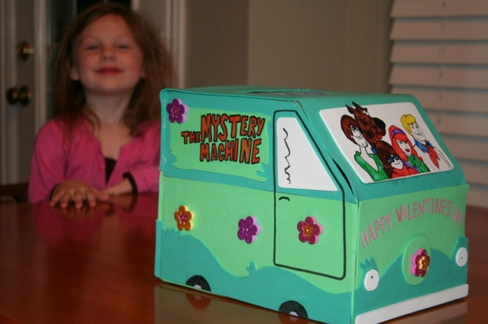 grünes Auto mit kleinen Blümchen aus dem Film Scooby Doo für die Liebesbriefe der Kinder