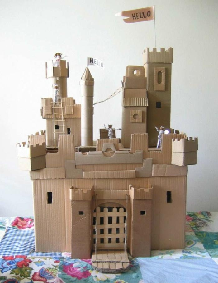 die Fantasie der Kinder kennt keine Grenze - aus Karton können Sie eine Burg schaffen