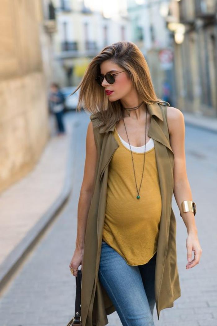 schwangerschaftsmode fuer die freizeit, top, jeans, weste, sonnenbrillen