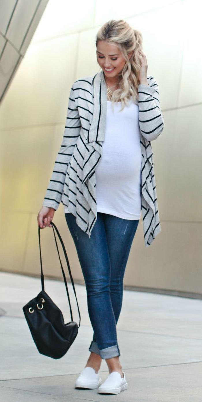 schwangerschaftsmode, umstandstop, blazer in weiss und schwarz, jeans
