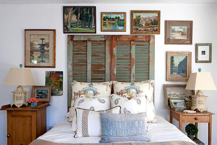 shabby chiv schlafzimmer, dekokissen, bilder, helle farben