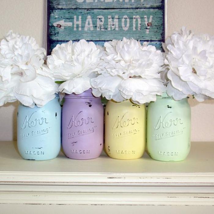 shabby chic deko, bunte vasen mit weissen blumen, harmonie