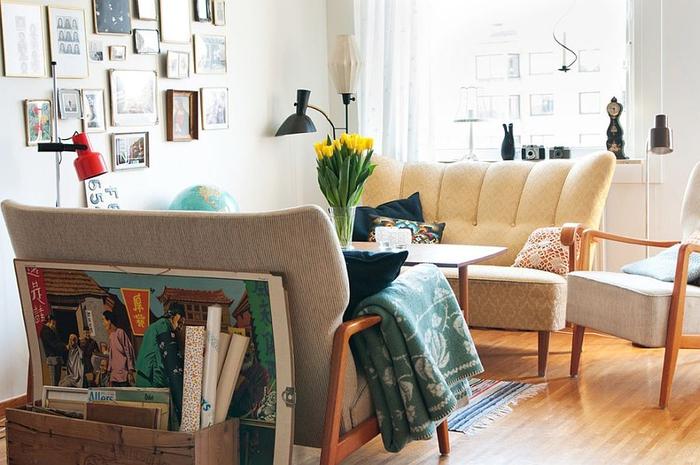 shabby chic einrichtung, wohnzimmer in pastellfarben, sofas in beige
