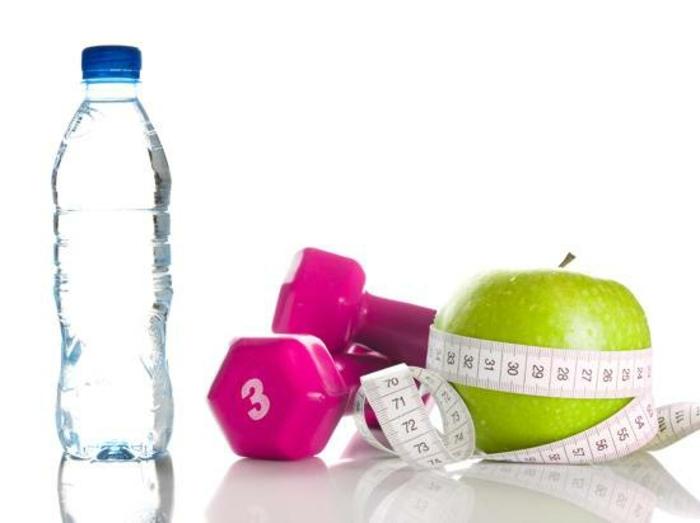 vegetarische gerichte zwischen den speisen mahlzeiten viel wasser trinken obst essen und sport treiben