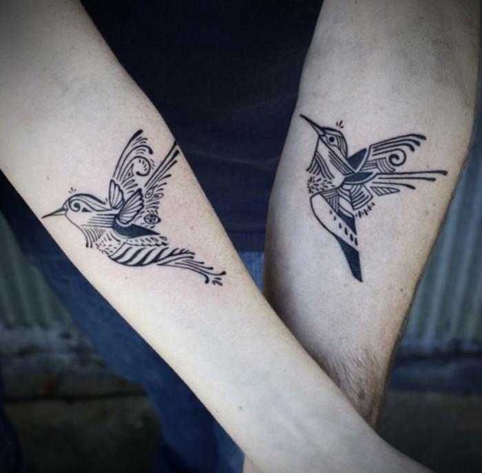 tattoos fuer paare, zwei voegel, arm tattoos, die sich ergaenzen, tattoos fuer zwei