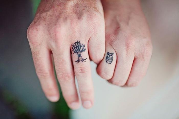 tattos ideen fuer zwei, uhu und baum, finger tattoos, kleine tattoos fuer paare