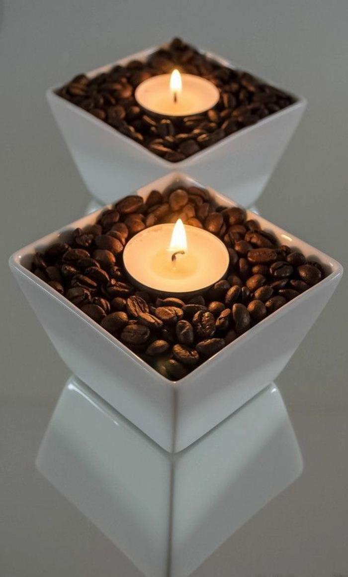 weiße schüssel, kaffebohnen, kleine runde kerzen, teelicht
