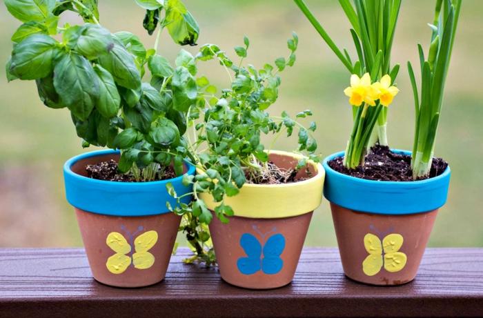 mini blumentöpfe einfache blumentöpfe schön dekorieren spiel zusammen mit den kindern ideen blau gelb