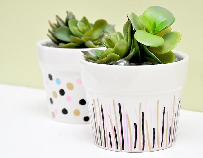mini blumentöpfe weiße blumentöpfe dezent und schön dekorieren malen mit einfachen farben grün schwarz rosa