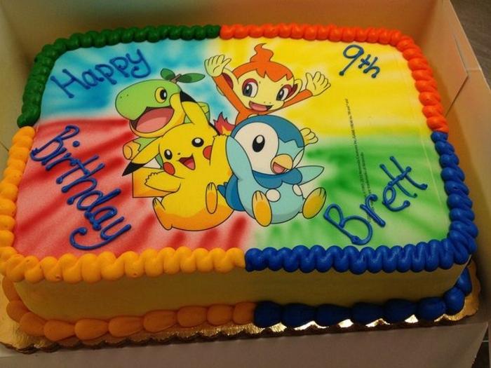 pokemon birthday cake - idee für eine schöne bunte pokemon torte mit vier kleinen pokemon wesen, blauem pinguin, einem gelben pikachu