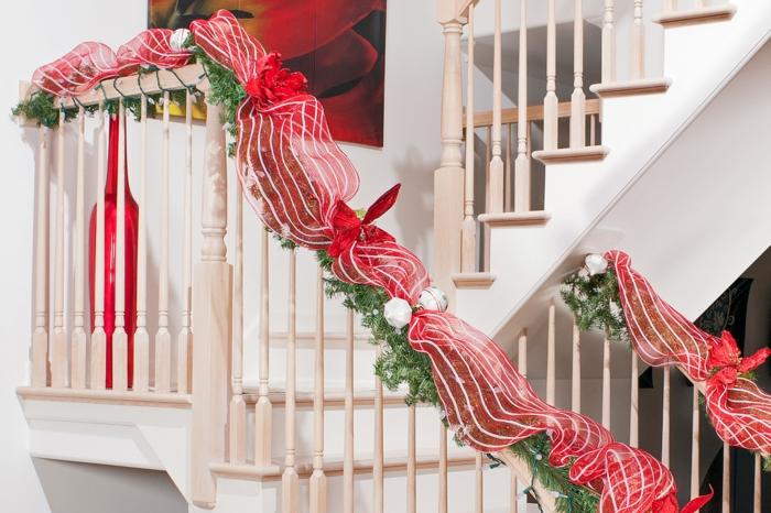 rote Deko zu Weihnachten auf Treppenhaus gestalten Sie die Brüstung zum Anlass