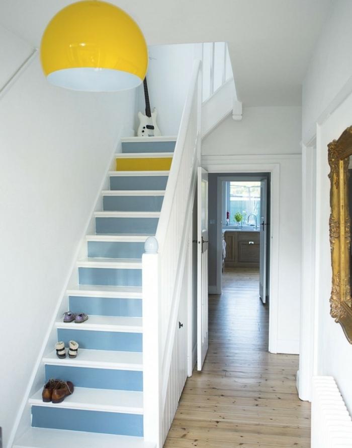 Treppen renovieren und bemalen gelber Kronleuchter