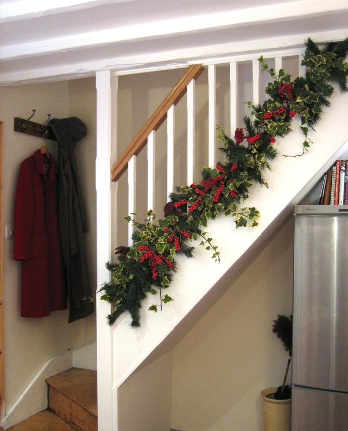 man kann das Treppenhaus mit Blumentöpfe gestalten zu natürlichen Look