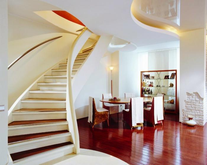 Esszimmer Möbel unter die Treppen hohe Lampe, LED Beleuchtung Treppenhaus gestalten