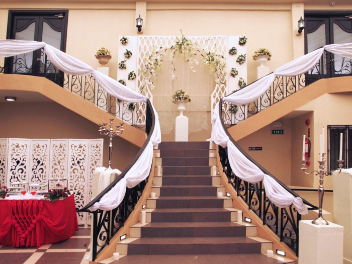 die Treppen sind ein Bestandsteil der Hochzeitsfeier so dekorieren Sie das Treppenhaus