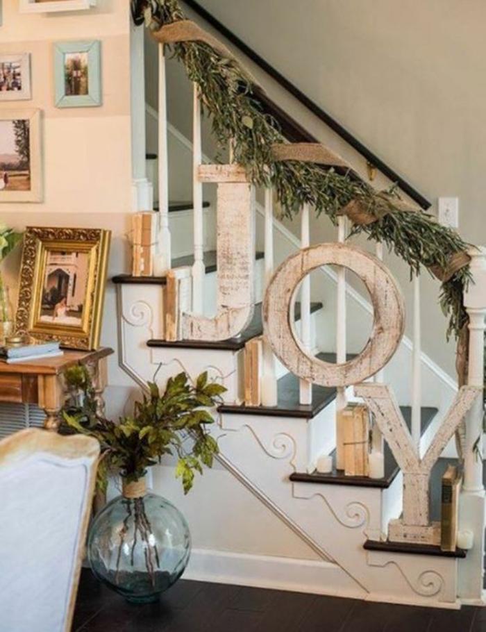 Freude auf der Treppe buchstabieren - Weihnachtliche Treppenhaus Deko