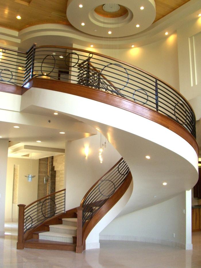 Kreative Wege zur LED Beleuchtung bei diesem Treppenhaus, Kreise mit verschiedenen Größe als Deko