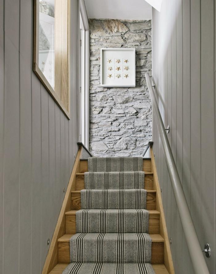 Treppenhaus Ideen - graue Läufer ein Bilderrahmen mit neun Sternen Naturstein Optik