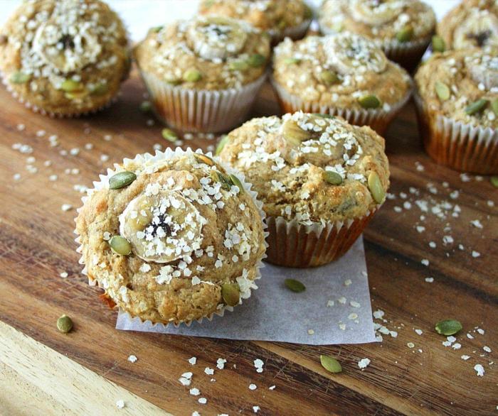 süßes vegetarisches essen muffins dekorieren mit samen und zucker kokos vanille mehl nüsse teig