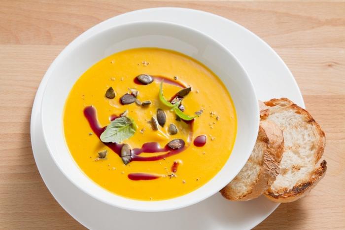 einfache vegetarische gerichte kürbis creme suppe brot brötchen spinat kerne bruschetta