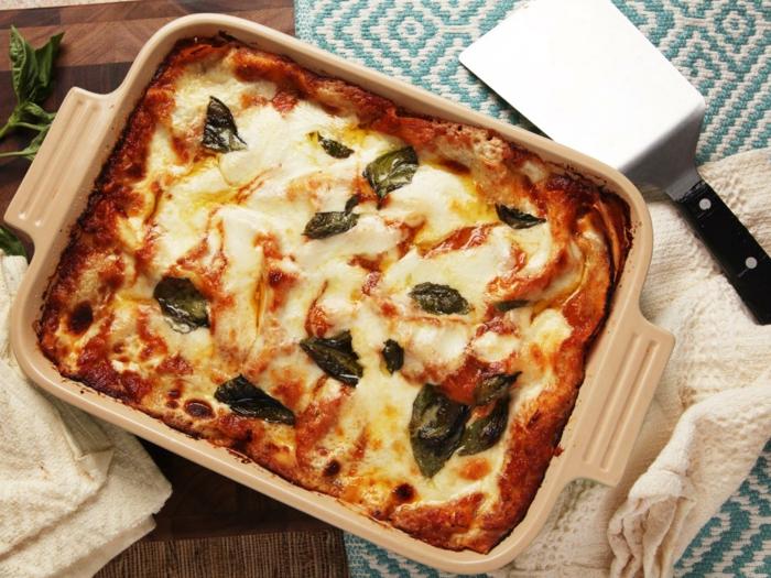 lasagne selber machen teig für die teigblätter zubereiten füllung kochen und alles zusammenstellen mozzarella