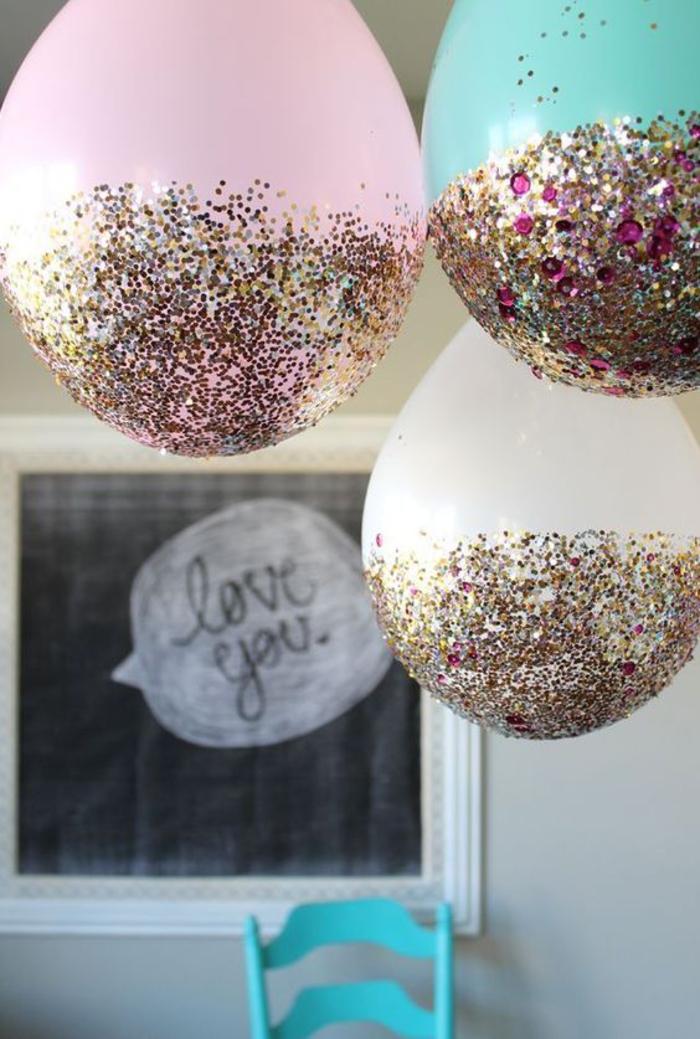 abschiedsparty organisieren, ballons mit glitter, wir lieben dich